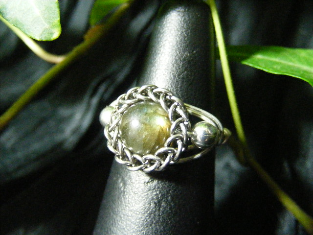 Persian bezel ring with accent beads in labradorite and silver