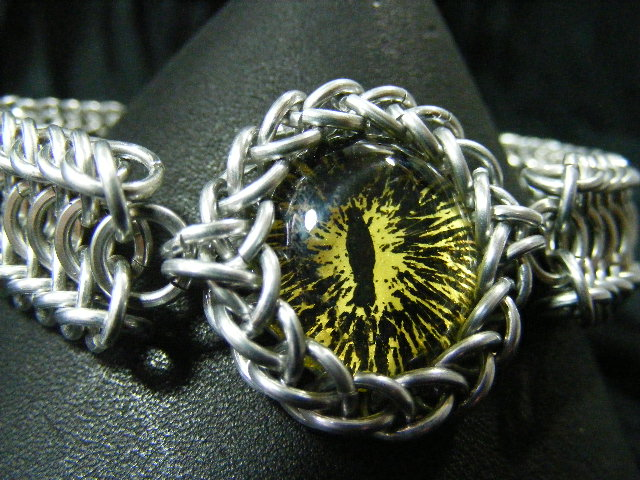 Yellow ice and black dragon eye in aluminum maille bracelet 2