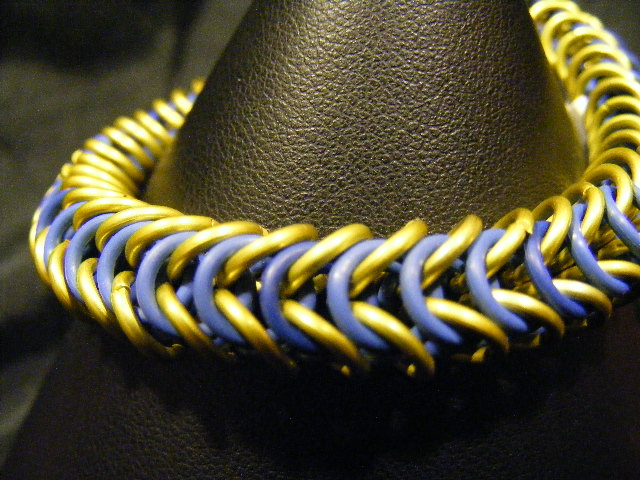 boxchain bracelet blue and yellow stretch
