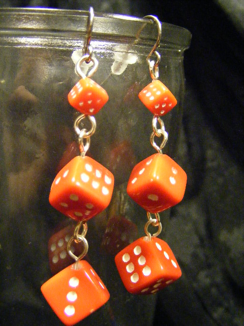 dice long red