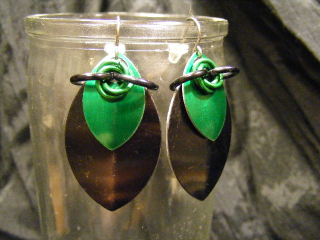 scale earrings black and green