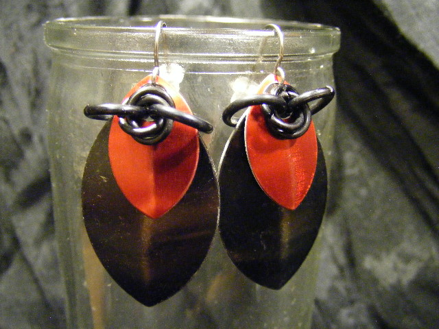scale earrings black and red