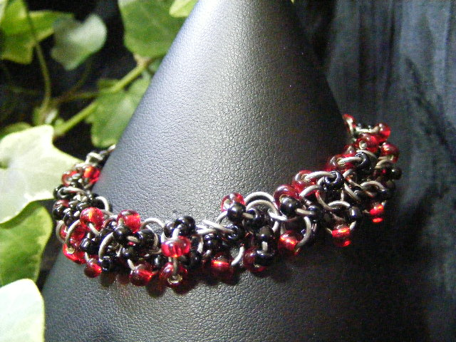 shaggy loops bracelet red and black