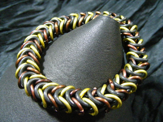 stretchy yellow and brown boxchain bracelet